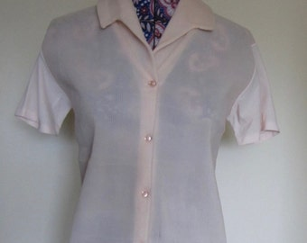 Mothers Day Gift 1940 top,button front,pale pink,collar,silk sleeve