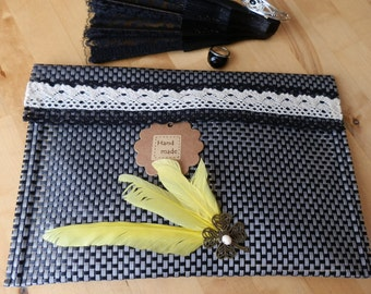 BAG / purse with yellow plumage