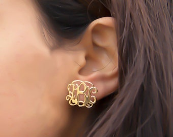 Monogram stud earring - Jewelry earring Monogram - personalized jewelry - Your INITIAL jewelry - custom earrings,  bridesmaid gifts, gifts