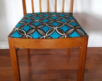 Set of 4 beautiful vintage 1940s Scandinavian dining chairs