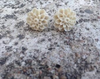 Eggshell Dahlia Earrings