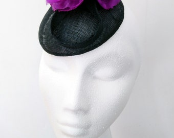 Luna - black sinamay button with violet flower