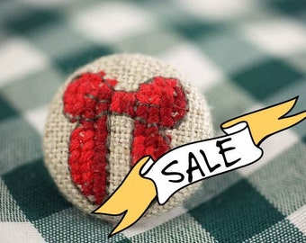 SALE - Christmas Bow - Fabric Covered Brooch Pin