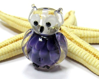 SMAUGGS handmade little owl (1p, 25mm x 17mm x 15mm), glass, lilac, hole 2mm, SRA