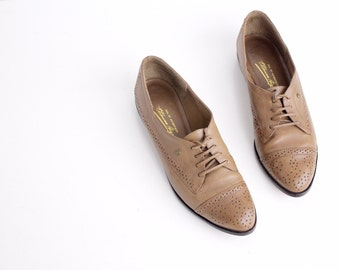 size 6 | Vintage Etienne Aigner Leather Brogues |  Taupe Leather Lace-Up Oxford Shoes | 36