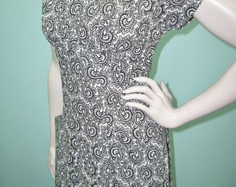 Vintage 50s Dress . Black & White Paisley Print Eyelet Lace Dress . Sweetheart Neckline . M