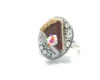 Choclate Tart Ring, Miniature Food Jewelry, Polymer Clay Food Jewelry