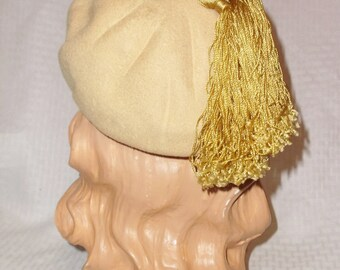 1950s Vintage Mustard Yellow Beret Hat with Tassels