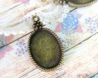 Oval Brass pendant setting for 18x24 mm cabochon, blank base, bezel pendant setting, antique bronze plated, rustic oxidized with roped frame