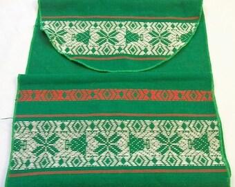 Christmas Table Runner, Christmas Woven Table Runner,  Green Red White, Green Table Runner, Vintage Christmas Table Runner