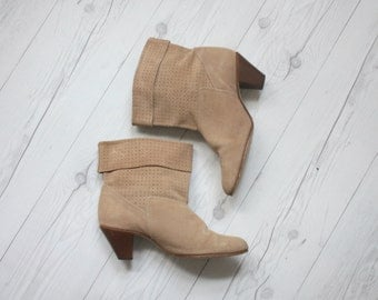 suede ankle boots / size 9