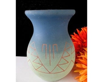 American Indian Pottery Vase * KATE DISMOUNTS * Lakota Sioux * Signed * Small Vase