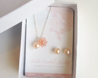 peach pearl earrings, peach pearl studs,  jewelry gifts, peach wedding jewelry, real pearl jewellery, peach champagne gifts, free shipping