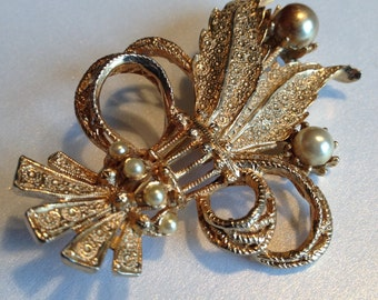 Hobe Brooch Leaves Faux Pearls Bow