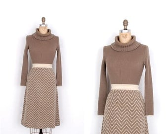Vintage 1970s Dress / 70s Zig Zag Knit Sweater Dress / Olive Green (S M)