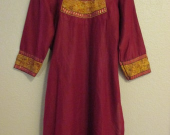 Vintage 70s Dark Red Kurta Kurti small S Indian boho embroidered belly dance bollywood bhangra festival Cover Up coverup ATS tribal