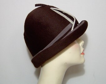 "Lilly Dache Debs dark chocolate brown wool velour felt derby hat ~ Large XL ~ 21.5"" ~ with felt & satin feather ~ 1940s 40s"