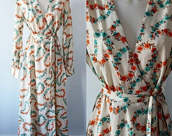 Vintage Loungewear, Vintage Robe, Diamond Tea Gown Ltd, Cream Robe, Loungewear, 1970s Robe, Floral Robe, Vintage Ladies Robe