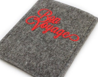"Passport cover made of wool felt with inscription ""Bon Voyage"""