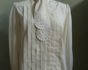"Vintage Joan Harper Long Sleeved Cream Blouse with Scolloped Embroidered Bow Bust 41"" Waist 42"""