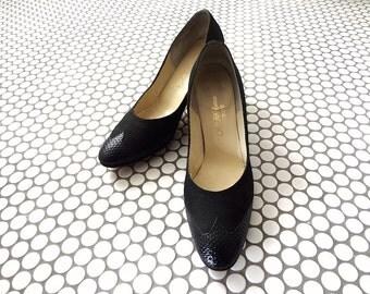 1970s Brogue Pumps - vintage black high heels from Saks