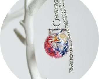 Terrarium necklace, glass globe, botanical jewelry,  vial necklace ,real flower jewelry, daisy necklace, Gift Under 40, flower girl gift