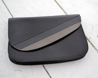 1980s RR Black and Gray Leather Clutch Purse