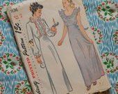 Vintage 1940s Sewing Pattern / Full Length Ruffled Nightdress / Night Gown Nightie / Simplicity 1136 / Size 14 - 32 Bust