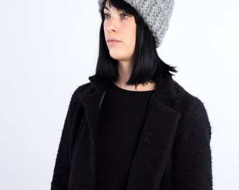 The faux-Ribs beanie (in L. Grey) with optional fur Pompon