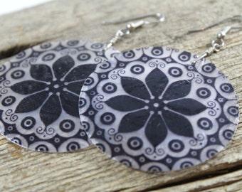 Capiz Shell Mandala Flower Earrings / Big Lightweight Round / Big Earrings / Mandala Earrings / Gifts for Her / Women / Black and White