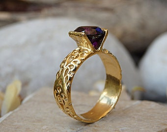 Purple stone Ring. Solitaire gold ring. Cz ring. Unique Wedding ring. Hammered ring. Chunky one stone ring. Gift for her. Engagement ring