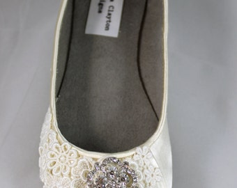 Ivory Lace Wedding  Flat - Wedding Ballet Flats with crystal brooch