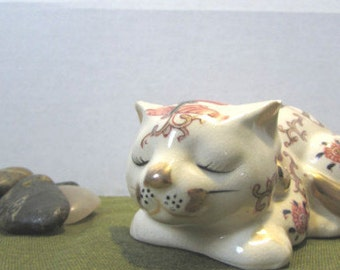 Asian Theme Cat Figurine - Takahashi sleeping kitty figurine - Takahashi San Francisco - Hand Painted - Ivory and gold Cat figurine
