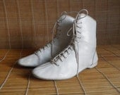 Vintage White Leather Lace Up Boxing Flat Ankle Boots Size: EUR 40 / US Woman 9
