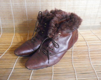 Vintage Lady's Brown Leather Heel Lace Up Ankle Boots Size: EUR 40 / US Woman 9
