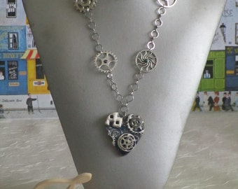 Collier pendentif en céramique et métal argeté  «Coeur Steampunk»