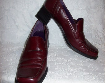 Vintage Ladies Burgundy Leather Loafer Pumps by Liz Claiborne Size 7 1/2 Only 9 USD