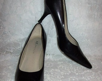Vintage 80s Ladies Black Leather Pumps by Anne Klein Size 6 1/2 Only 8 USD