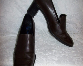 Vintage Ladies Brown Leather Loafer Pumps by Rockport Size 7 W Only 8 USD