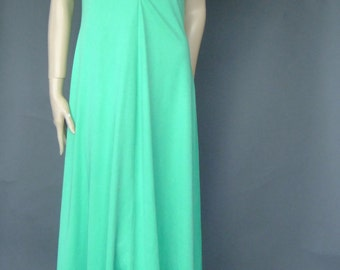 70s vintage maxi dress, kelly green vintage dress, ruffle top, peek a boo neck, aline maxi dress