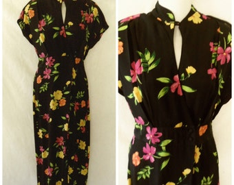Cute '90s Asian Inspired Black Floral Jumpsuit Romper Culottes Mandarin Collar Keyhole Wrap Skorts Harem Capri Pants Size S / Small 5 / 6