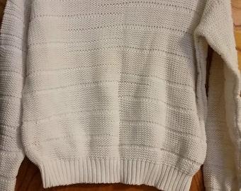SALE Vintage White Knitted Sweater - Size Small (2 for 15 dollars deal)