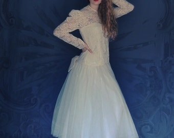 Old vintage lace wedding dress / Victorian revival ivory gown / lace bodice full tulle skirts / back bow