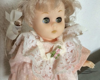 """Lovely Vogue Ginny Little one 7-1/2"""" doll"""