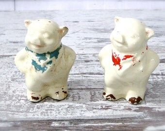 Shawnee Large Pig Shakers Salt Pepper Smiling Happy Pigs 1940's Kitsch Kitchen Collectibles