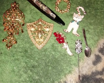 Vintage Scatter Pins......Really Nice Collection.... 8 Total