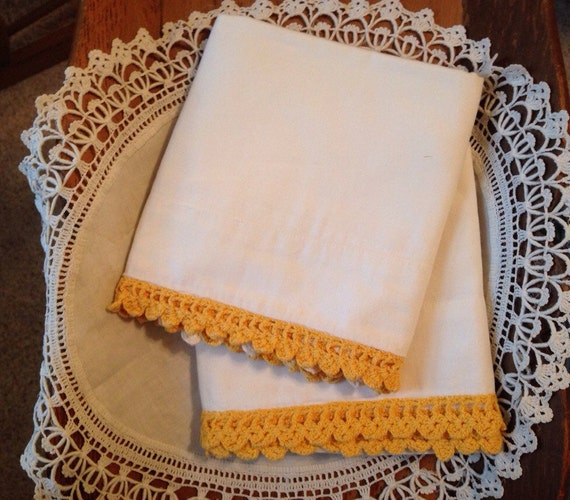 Set of Pillowcases with Crocheted Lace, Vintage Linens with Lace, White Pillowcases with Trim, OFG, FAAP