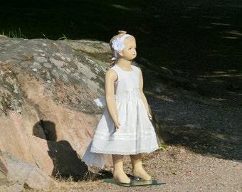 Beach flower girl dress.Off white rustic flower girl dress. Elegant flower girl dress,beach wedding.First communion.Toddler linen dress.