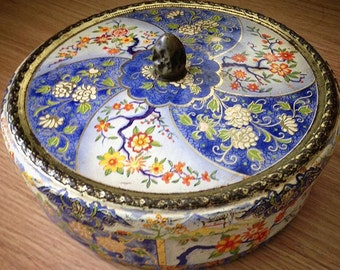 VINTAGE TIN BOX Floral Ornamental
