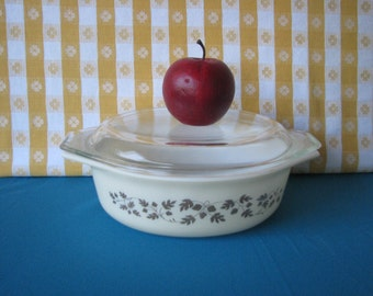 Mid Century Pyrex Golden Acorn Covered Casserole - 043 -  Oval - 1.5 Quart  - Vintage 1960's